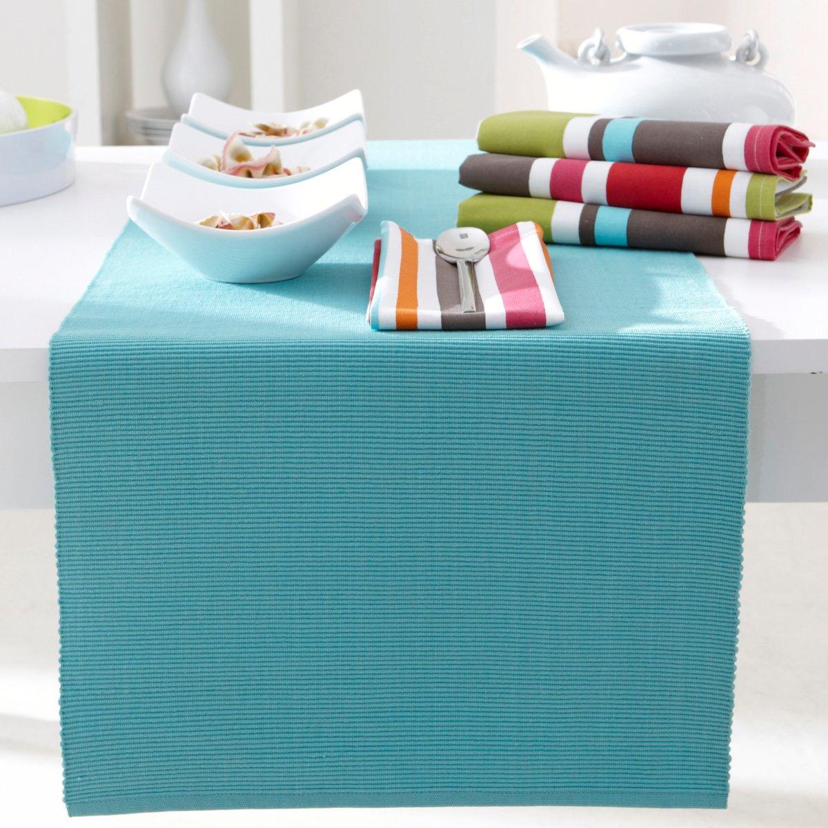 Come scegliere i tessili per il tavolo: tovaglie, runner e centrini