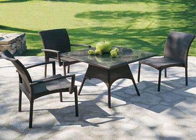 Come scegliere il tavolo da esterno ideale per terrazzo o for Tavolini da esterno in ferro