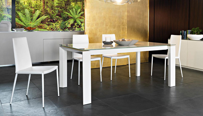 Tavoli elementi d 39 arredo per la casa for Tavolo cristallo allungabile calligaris