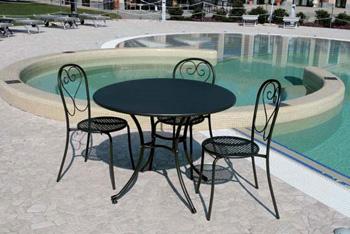 Come scegliere il tavolo da esterno ideale per terrazzo o - Tavoli in alluminio per esterni ...
