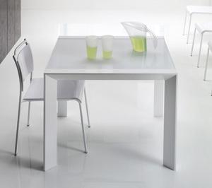 Come scegliere il tavolo da pranzo in base all 39 arredamento - Tavolo pranzo cristallo ...